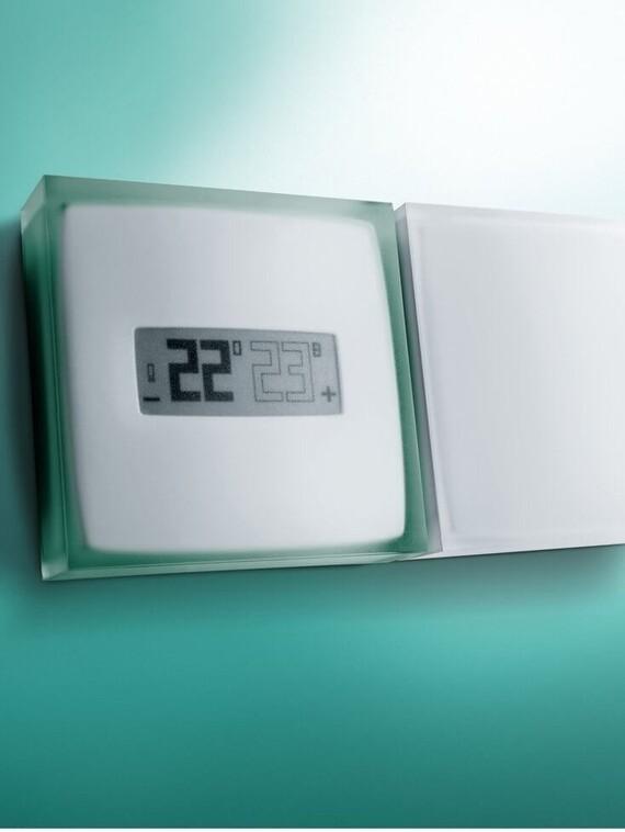 Vaillant Thermostat Netatmo vor grünem Hintergrund