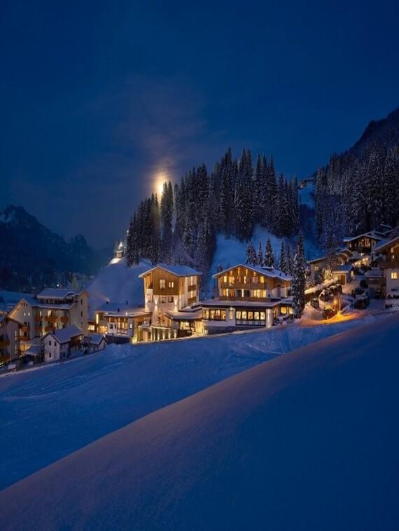Hotel Bär bei Nacht