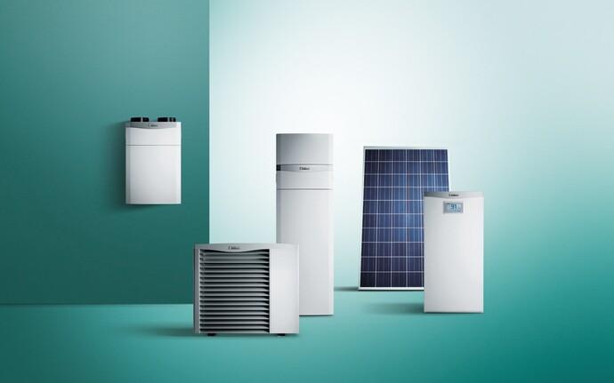 KfW Effizienzhaus 40 Plus, kontrollierte Wohnungslüftung recoVAIR, Luft/Wasser-Wärmepumpe aroTHERM mit uniTOWER, Photovoltaikmodule auroPOWER und Batteriespeicher eloPACK