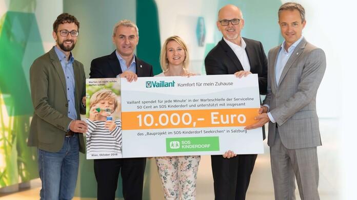 Scheckübergabe von 10.000 Euro von Vaillant Österreich an SOS-Kinderdorf