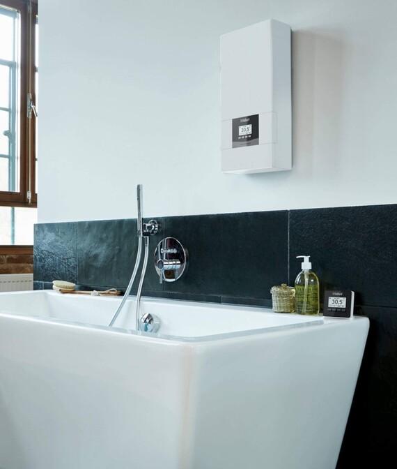 electronicVED an der Wand in einem schönen Badezimmer