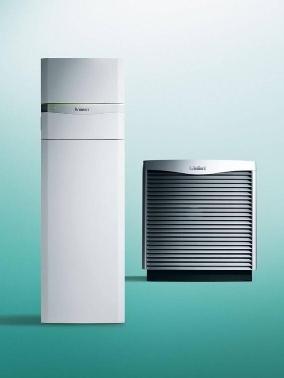 Vaillant Wärmepumpe flexoCOMPACT exclusive mit aroCOLLECT vor grünem Hintergrund