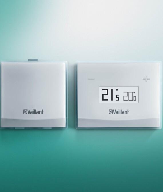 Vaillant Raumtemperaturregler eRELAX vor grünem Hintergrund