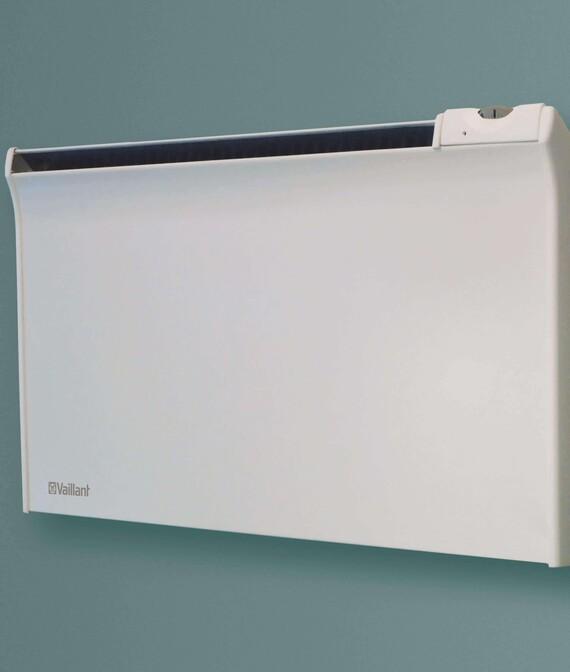Vaillant Elektro-Direktheizgerät Wandkonvektor TPA vor grünem Hintergrund