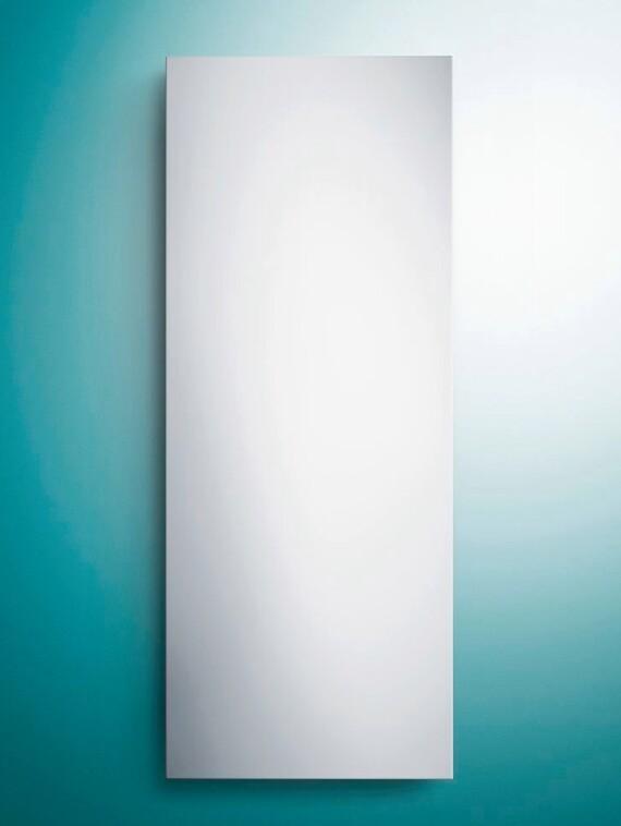 Vaillant Elektro-Infrarotstrahler VEI vor grünem Hintergrund