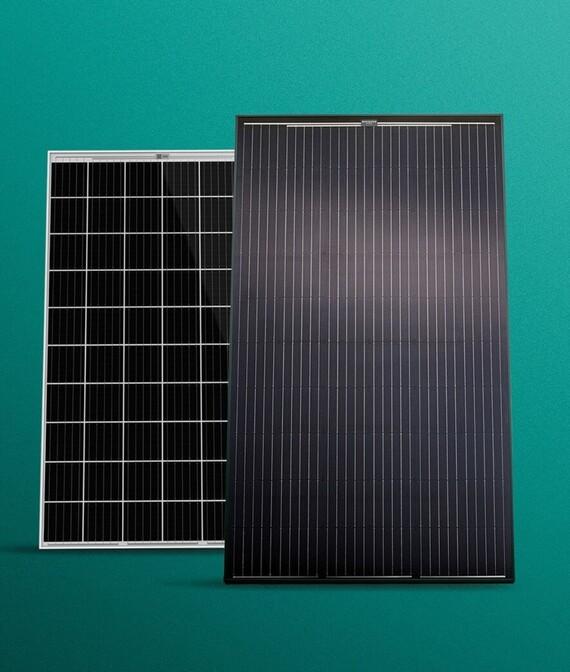 Photovoltaik Module vor grünem Hintergrund
