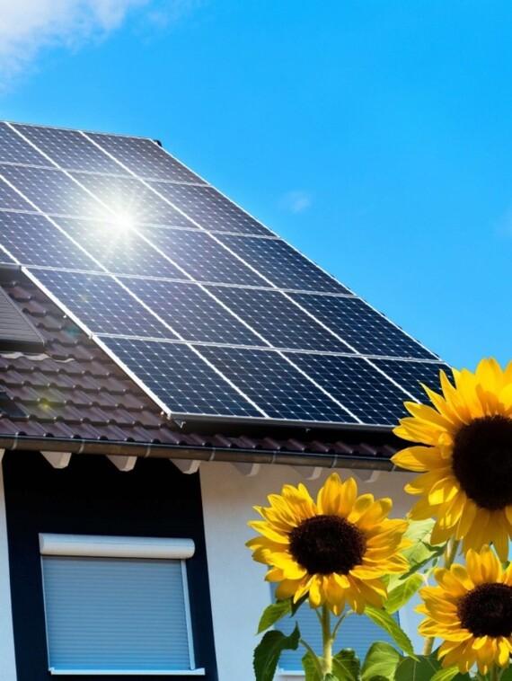Vaillant Photovoltaik System auroPOWER in strahlendem Sonnenschein