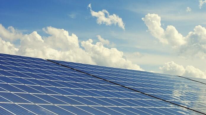 Dach mit Photovoltaik Modul