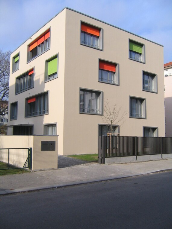 //www.vaillant.at/media-master/global-media/vaillant/architects-planners/references/elternhaus-kinderhilfe-dresden/reference-de-dresden-picture-outside2-274583-format-3-4@570@desktop.jpg
