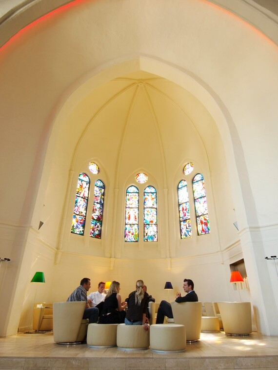 //www.vaillant.at/media-master/global-media/vaillant/architects-planners/references/martini-church/reference-de-martinichurch-pictureinterieur2-336793-format-3-4@570@desktop.jpg