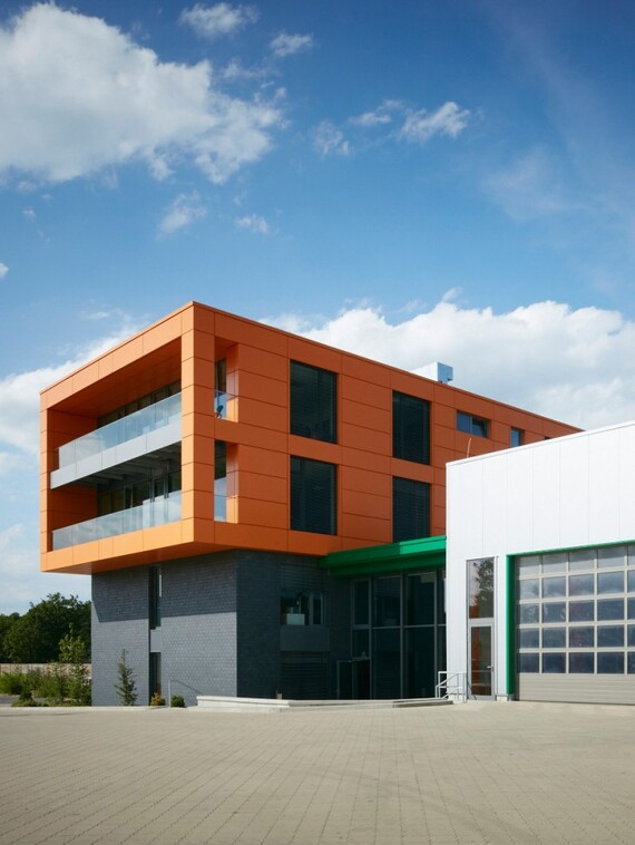 //www.vaillant.at/media-master/global-media/vaillant/architects-planners/references/office-building-bielefeld/reference-de-heiler-pictureoutside1-388223-format-3-4@570@desktop.jpg