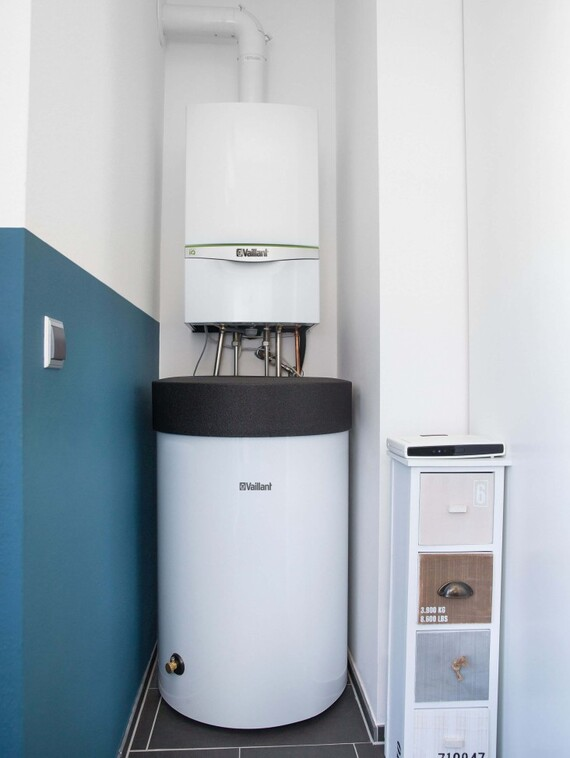 The gas condensing boiler ecoTEC exclusive plus DHW storage uniSTOR are installed in the house floor.