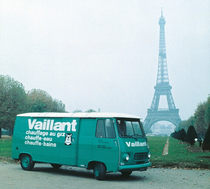 //www.vaillant.at/media-master/global-media/vaillant/historic-motive/hisc17-45991-format-flex-height@690@desktop.jpg