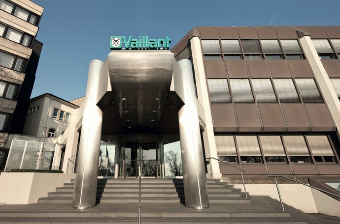 //www.vaillant.at/media-master/global-media/vaillant/promotion/exterior/exterior12-4348-01-45342-format-flex-height@690@desktop.jpg